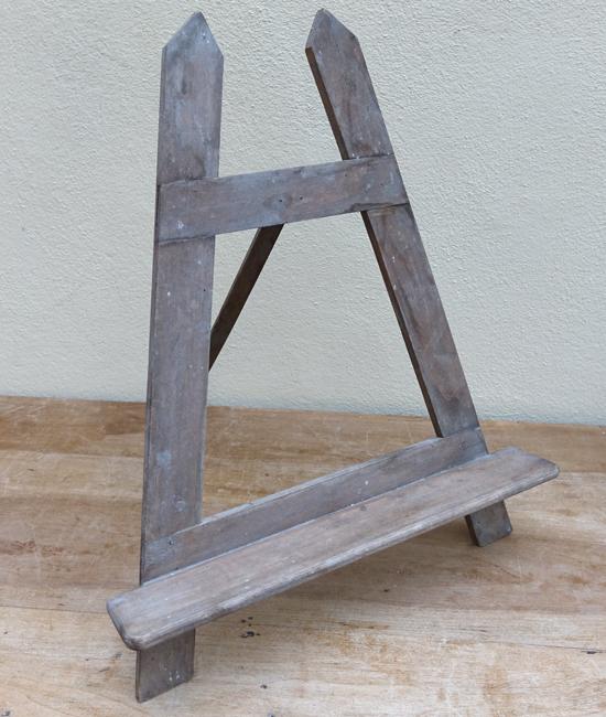 Tri Easel (X1) 25cm x 35cm £5