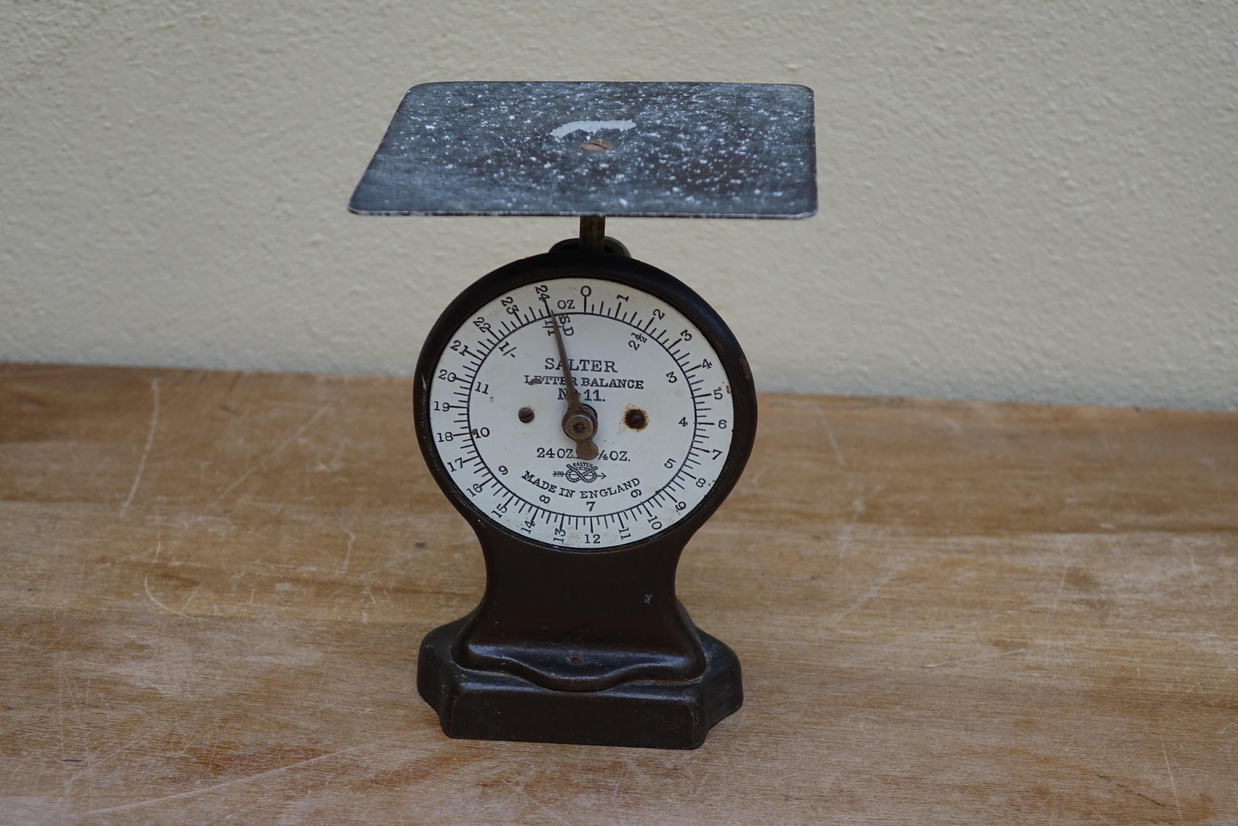 Vintage Post Office Scales £4