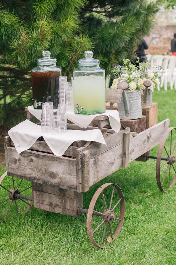 antique-wagon-offered-iced-tea-and-lemonade-to-ceremony-guests.jpg