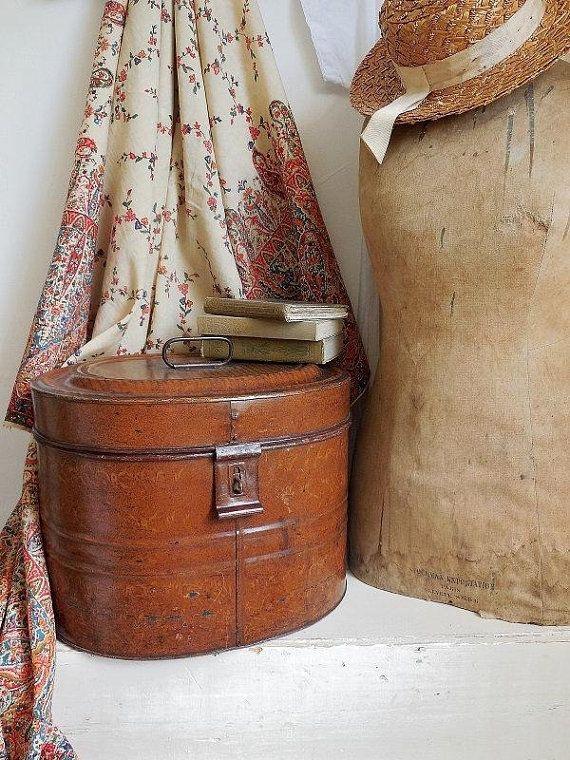 Green tin hat box £10 - same design