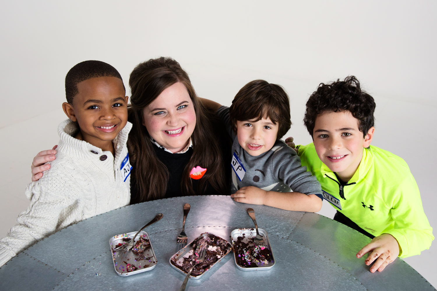 Aidy Bryant Teaches Kids to Use Easy Bake Oven for Bon Appétit