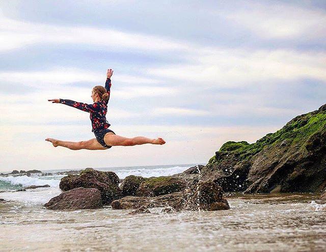 Over the waves . . . . . . . . . . . . . . . #ballerina #ballet #pointe #dance #dancers #pointeshoes #balletlife #balletphotography #tutu #balletdancer #balletfeet #instaballet  #flexible #dancer #worldwideballet #photooftheday #thepointeshop #beach #ocean #waves  @discountdance #balletbeautifulgirls #dancelovedance #balletaddiction #balletdesire @ballerina.nation  #instadance #move #bend #love #beautiful #colorful