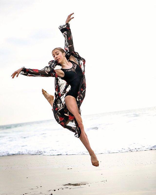 Floating on air . . . . . . . . . . . . . . . #ballerina #ballet #pointe #dance #dancers #pointeshoes #balletlife #balletphotography #tutu #balletdancer #balletfeet #balletstyle #instaballet #workout #flexible #dancer #worldwideballet #photooftheday #beach #ocean @thepointeshop @russianpointebrand #beach #sunset #ocean  #dancelovedance  #ballerinaplans #instadance #move #bend #love #beautiful #colorful