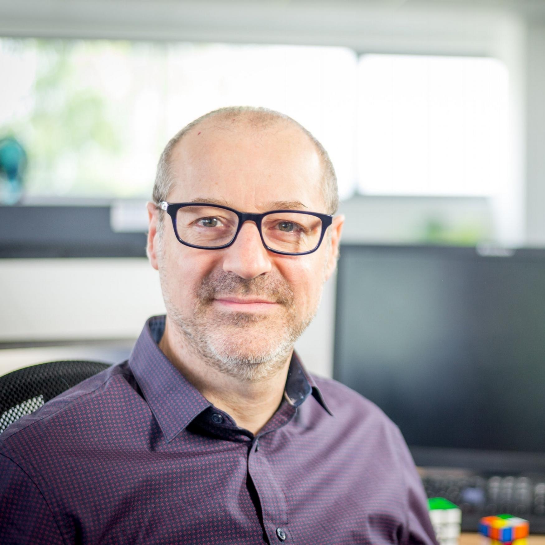 Eric Camps   Co-fondateur de Ki-Lab, Eric est l'architecte logiciel de GLOBULE depuis 2006. Il est le créateur de ses principales fonctions et le concepteur de la fondation d'objets métiers logiciels sur lesquels sont construites les applications Web et mobiles.