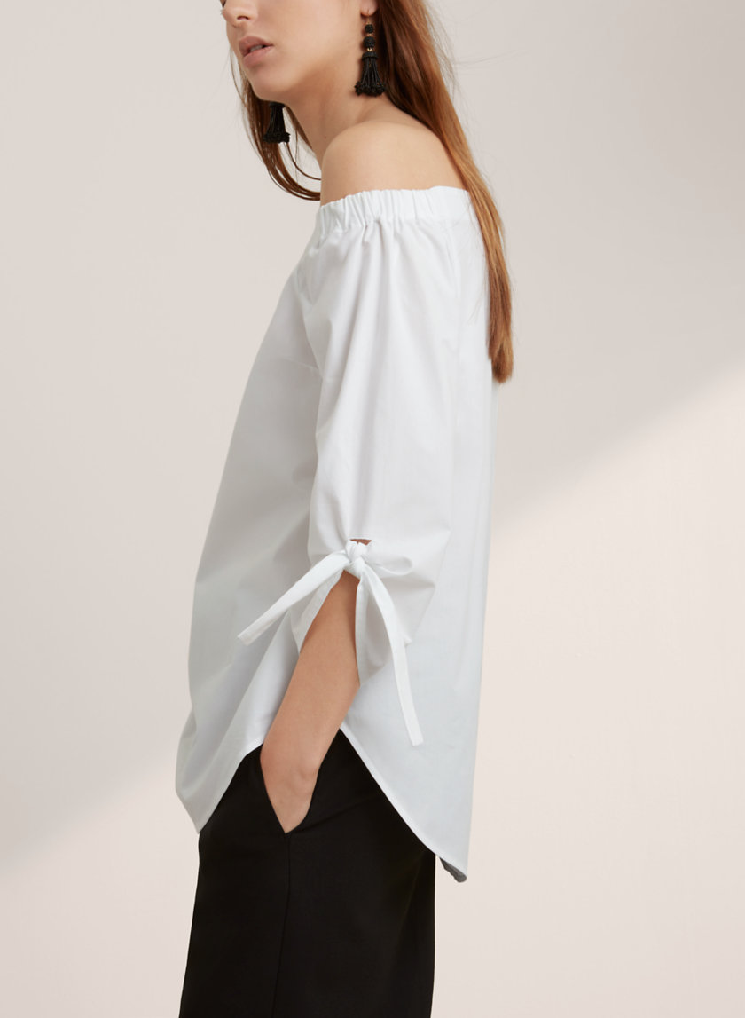 Babaton MALIK BLOUSE   I've been loving all of the Babaton collections the last few seasons - from the range of styles, but their quality is probably the best at Aritzia right now! Plus this top is off-the-shoulder, which is all that anyone can talk about this summer!