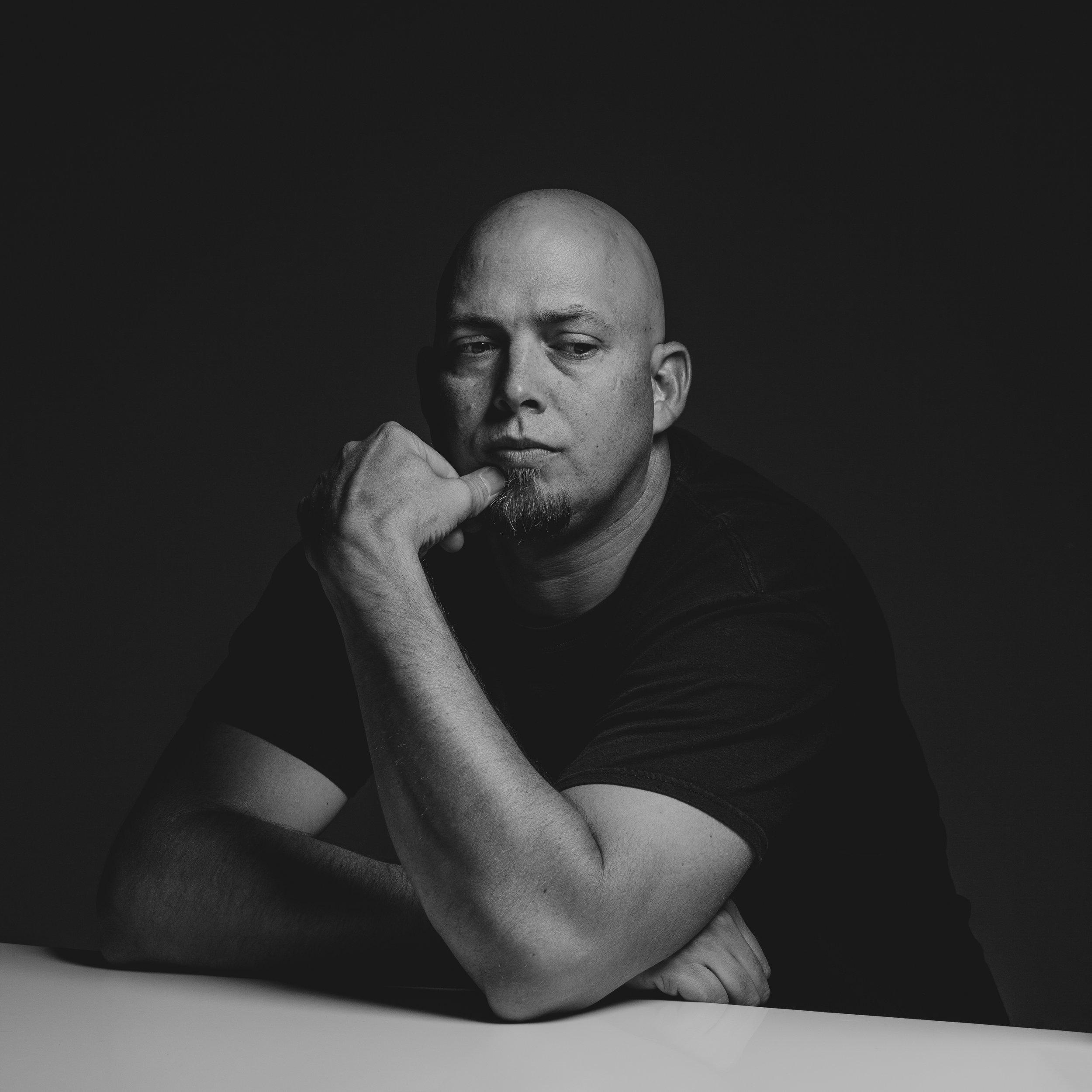 ©duston-todd-portrait-black-white-studio.jpg