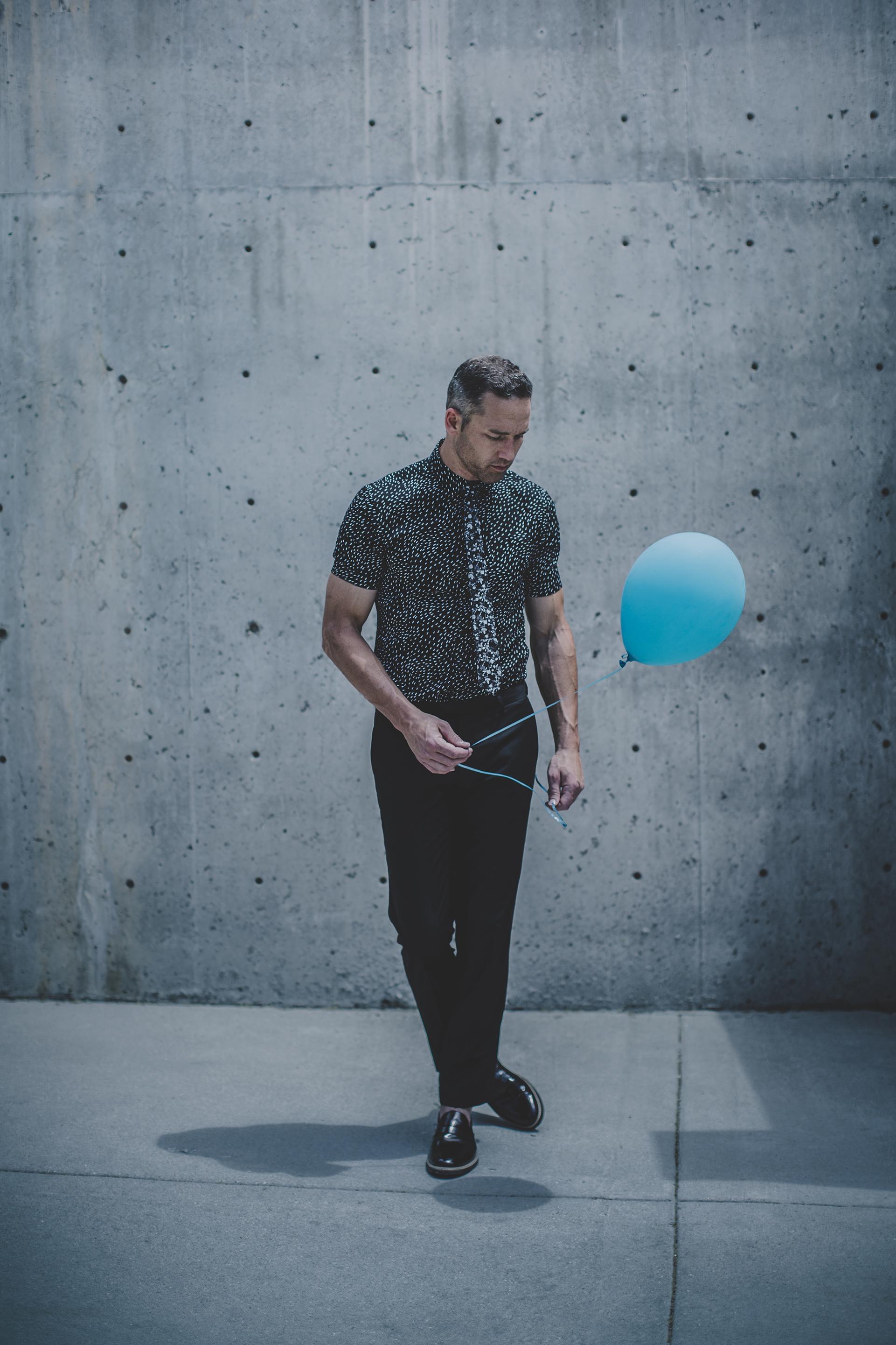 © duston-todd-blackwhite-menswear-balloon-fashion-urban.jpg