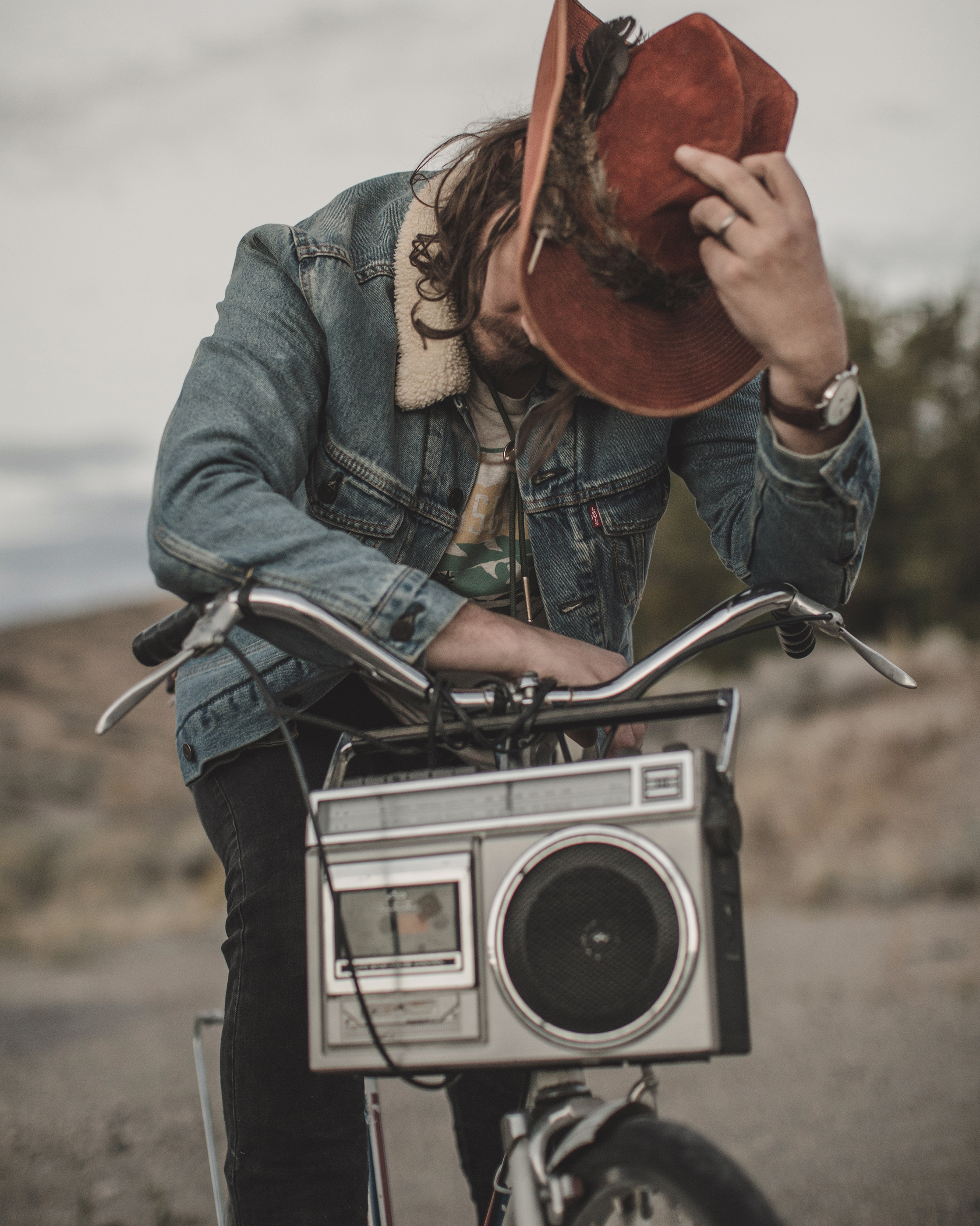 © duston–todd–country-cowboy–bicycle-radio-desert-20.jpg