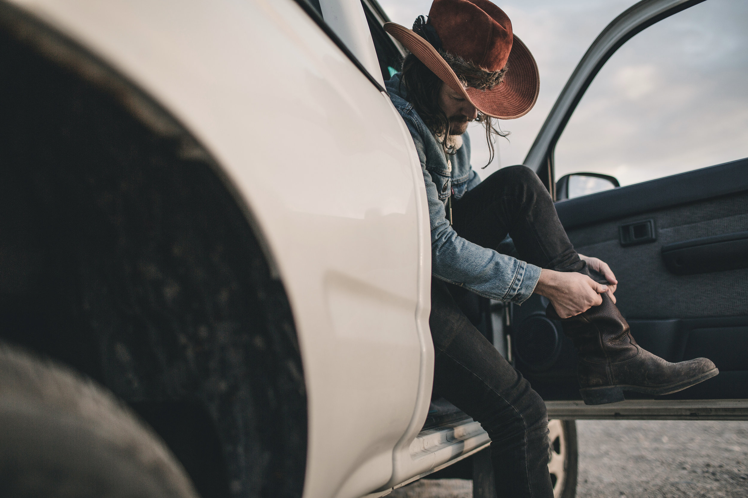 © duston–todd–country-cowboy–boots-hat-truck-15.jpg