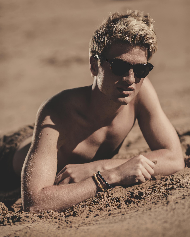 © duston–todd–menswear-swimwear-beach-023.jpg