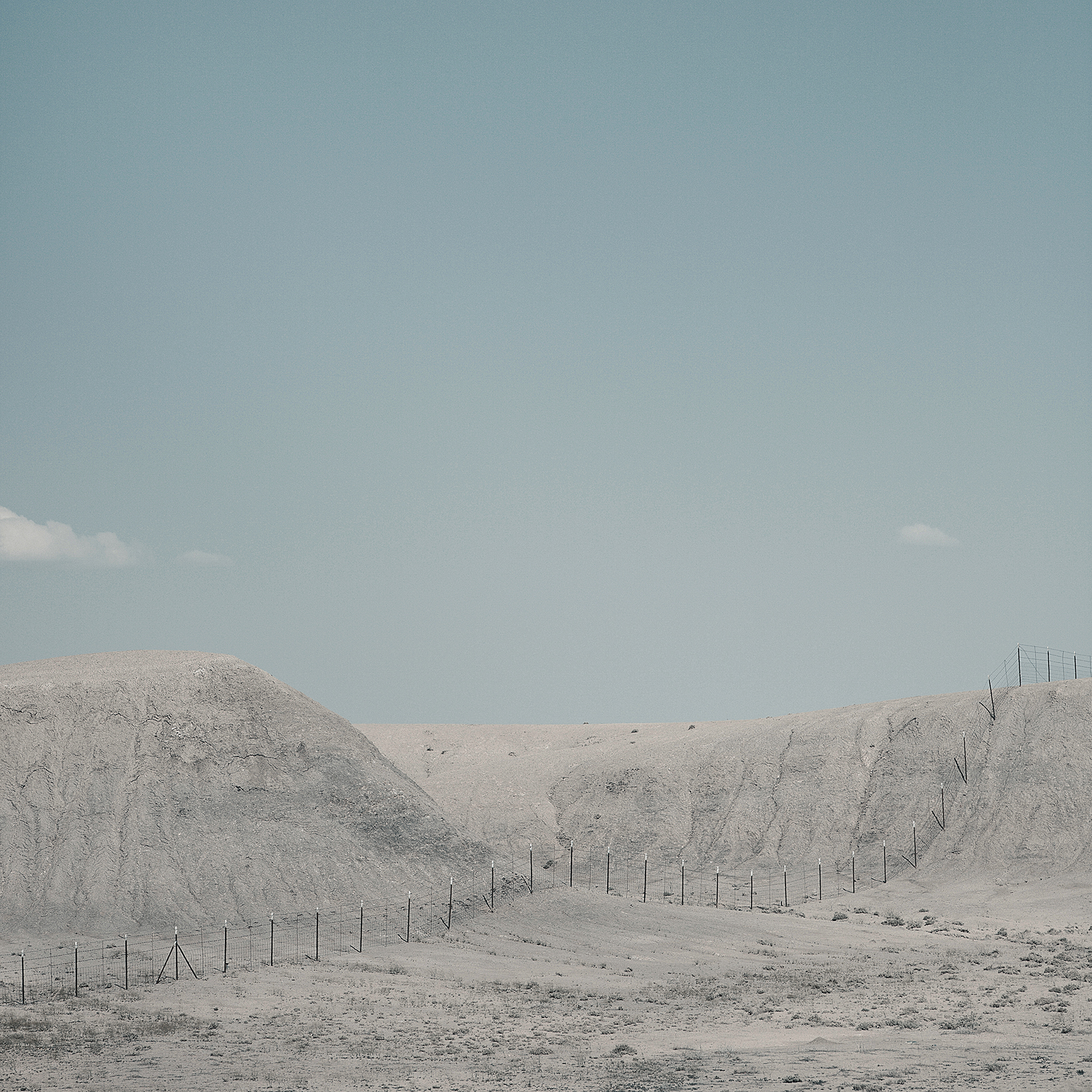 © duston todd_fine art_desert_landscape_fence_minimalism.jpg