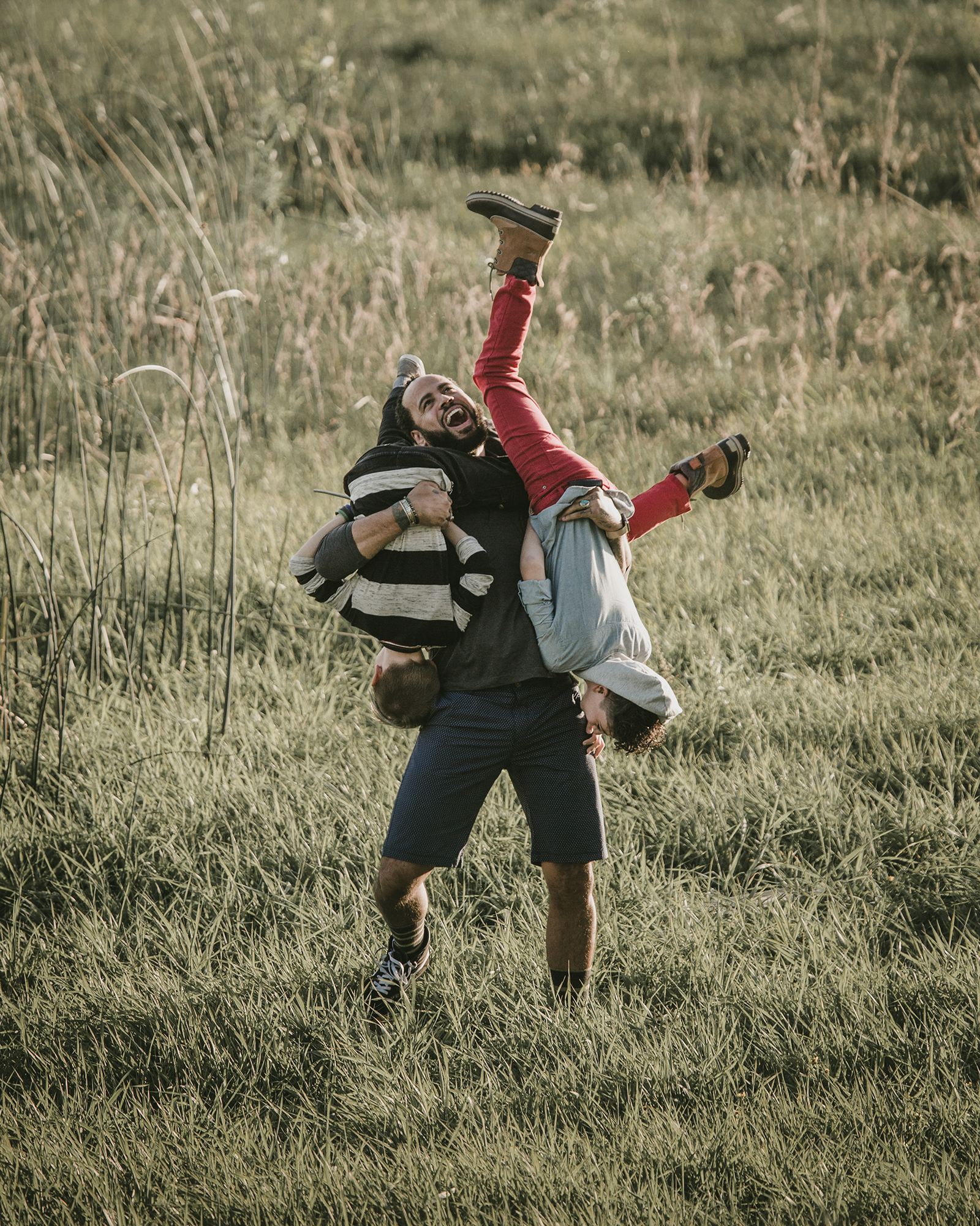 © duston–todd–camping-outdoors-father-sons-play-meadow-04.jpg
