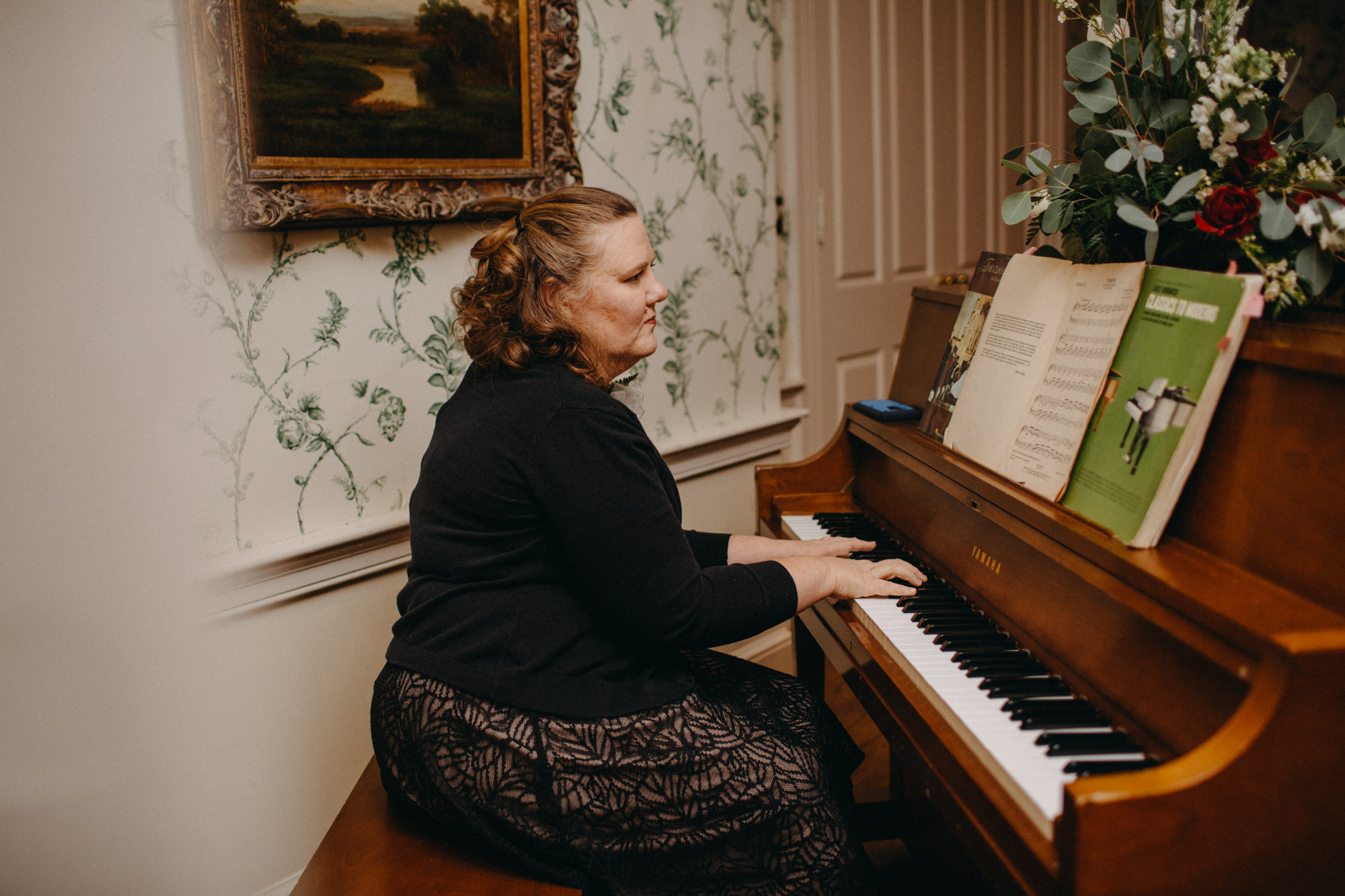 Pianist playing at Boonsboro Country Club wedding