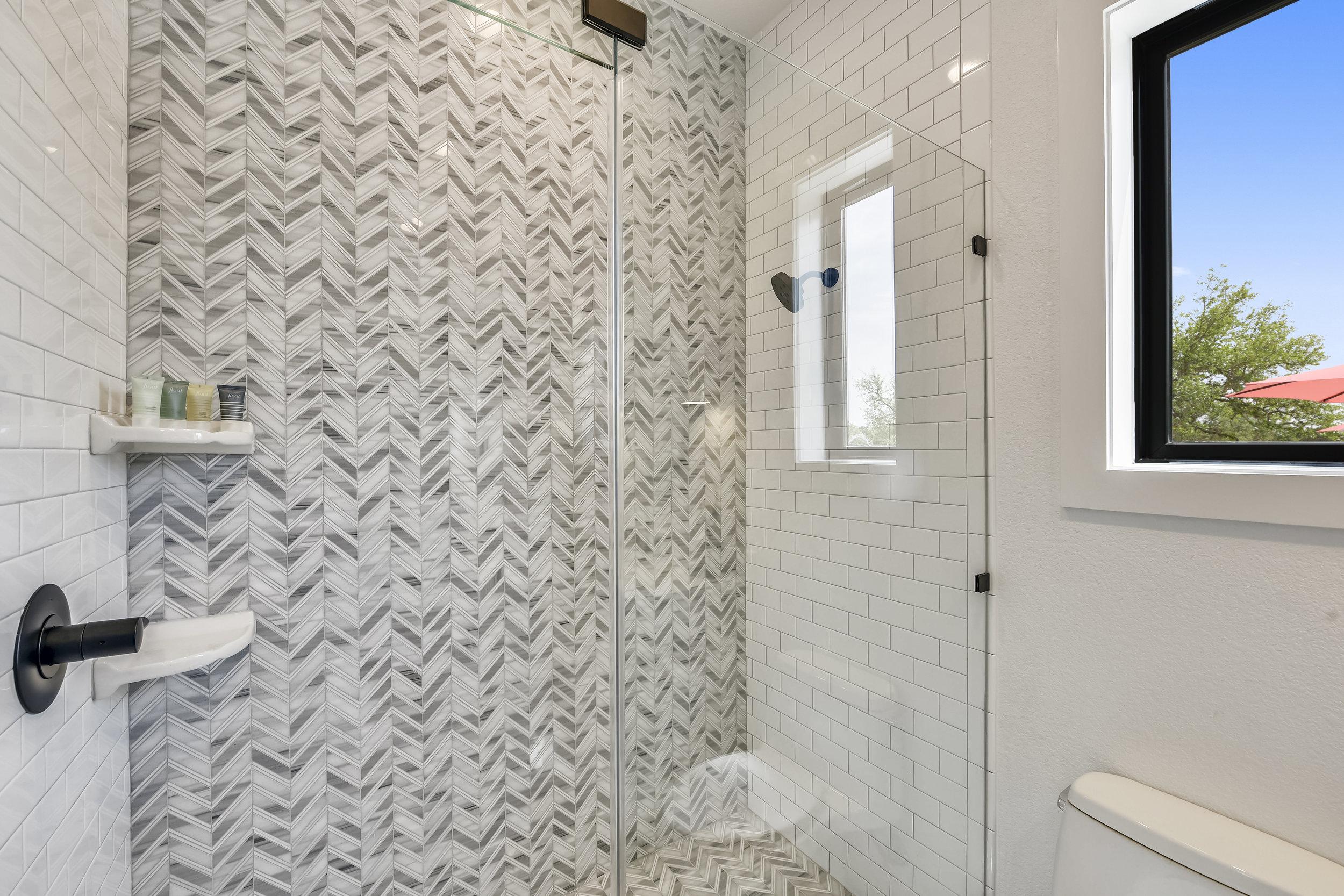 Lower Level-Bath-_DSC2839.JPG