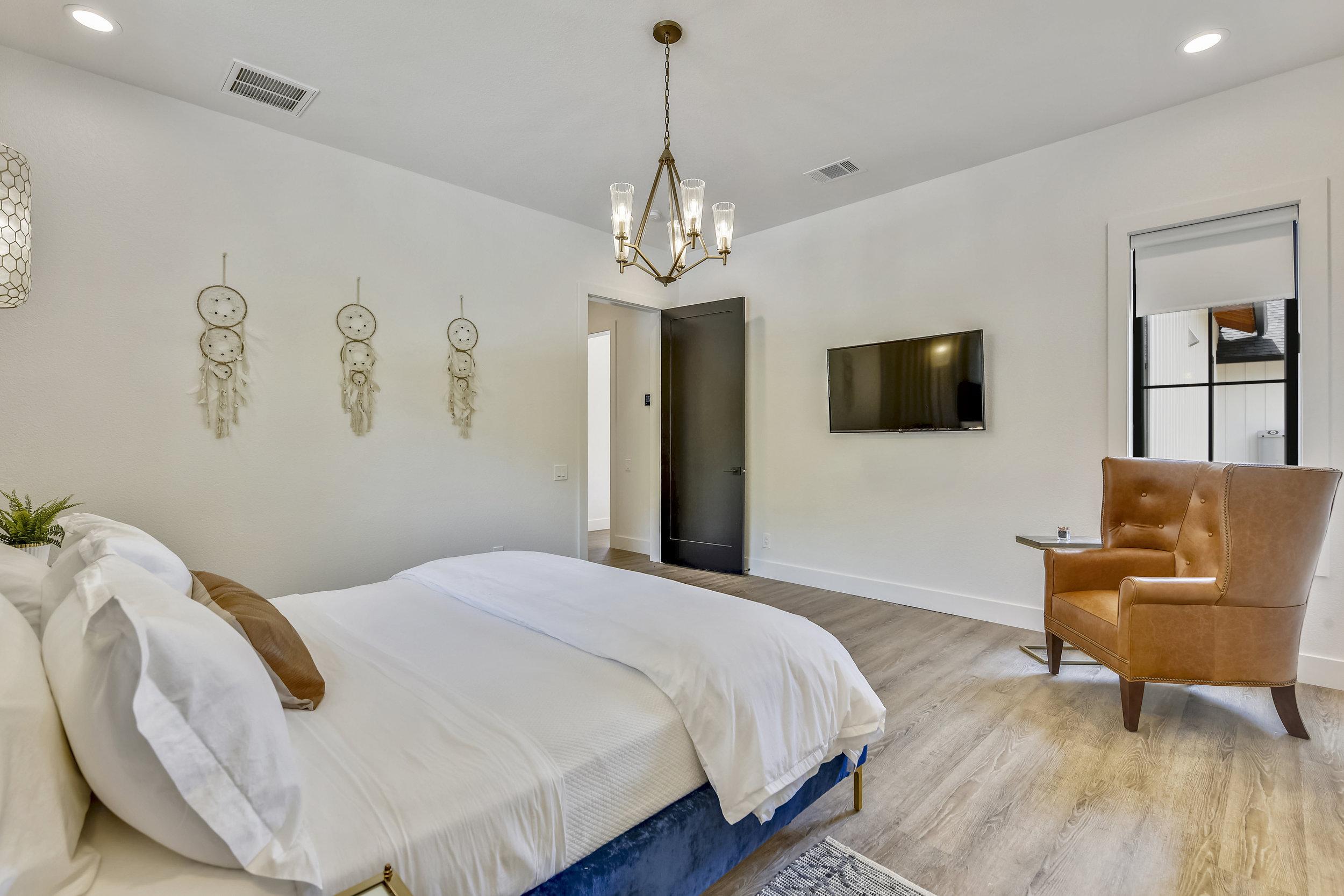Lower Level-Bedroom-_DSC2884.JPG