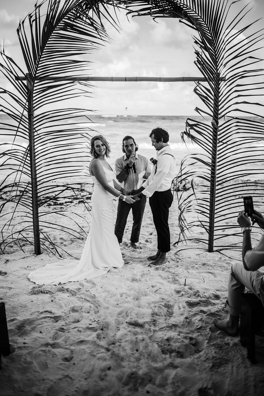 Danielle-San-Antonio-Wedding-Photographer-156_WEB.jpg