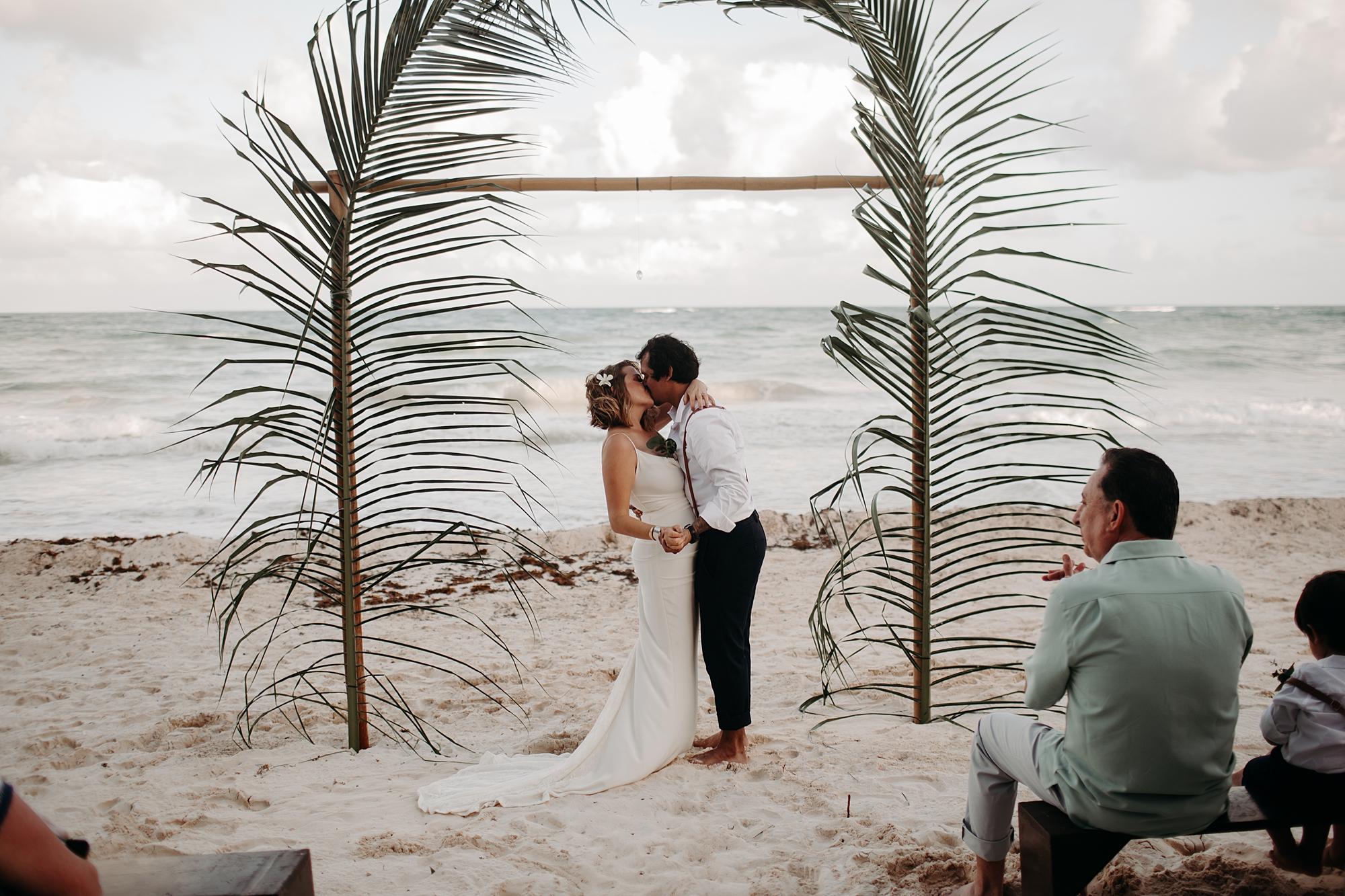 Danielle-San-Antonio-Wedding-Photographer-176_WEB.jpg