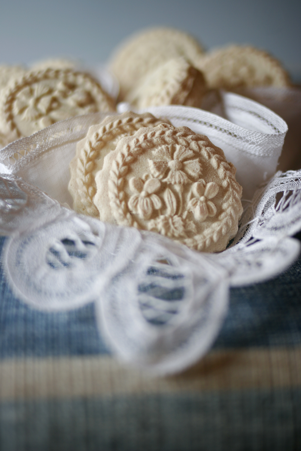 swiss-biscuits-enzian.jpg