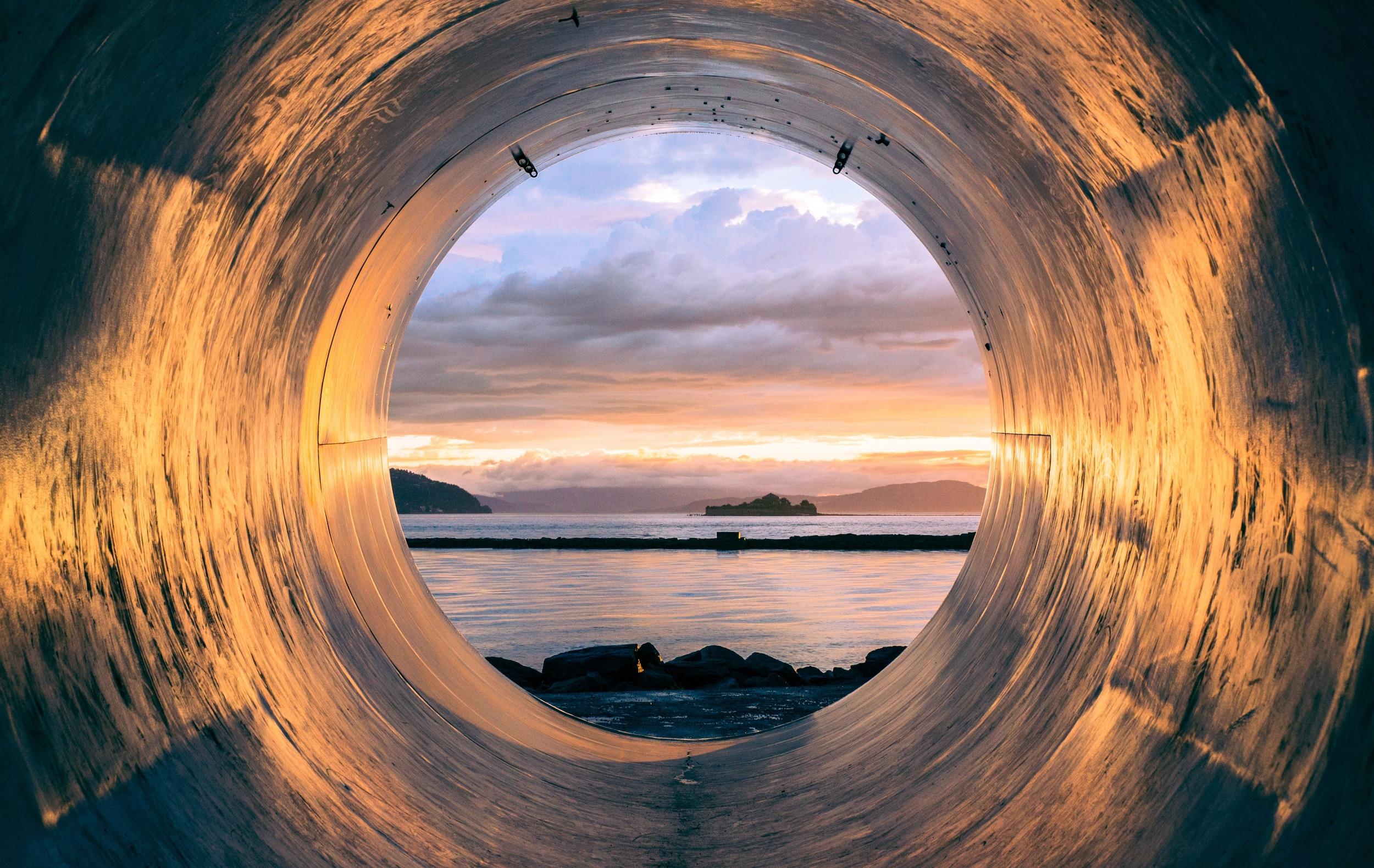 tube-945487.jpg