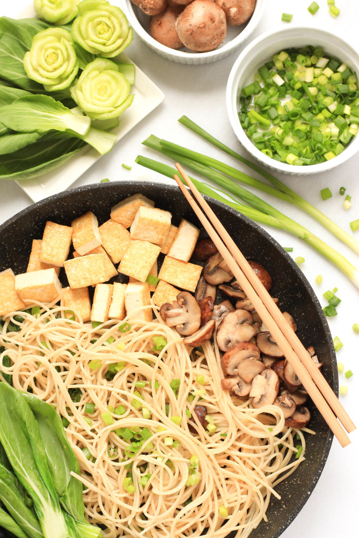 Brown Rice Noodles with Spinach, Mushrooms & Tofu_TS.jpg