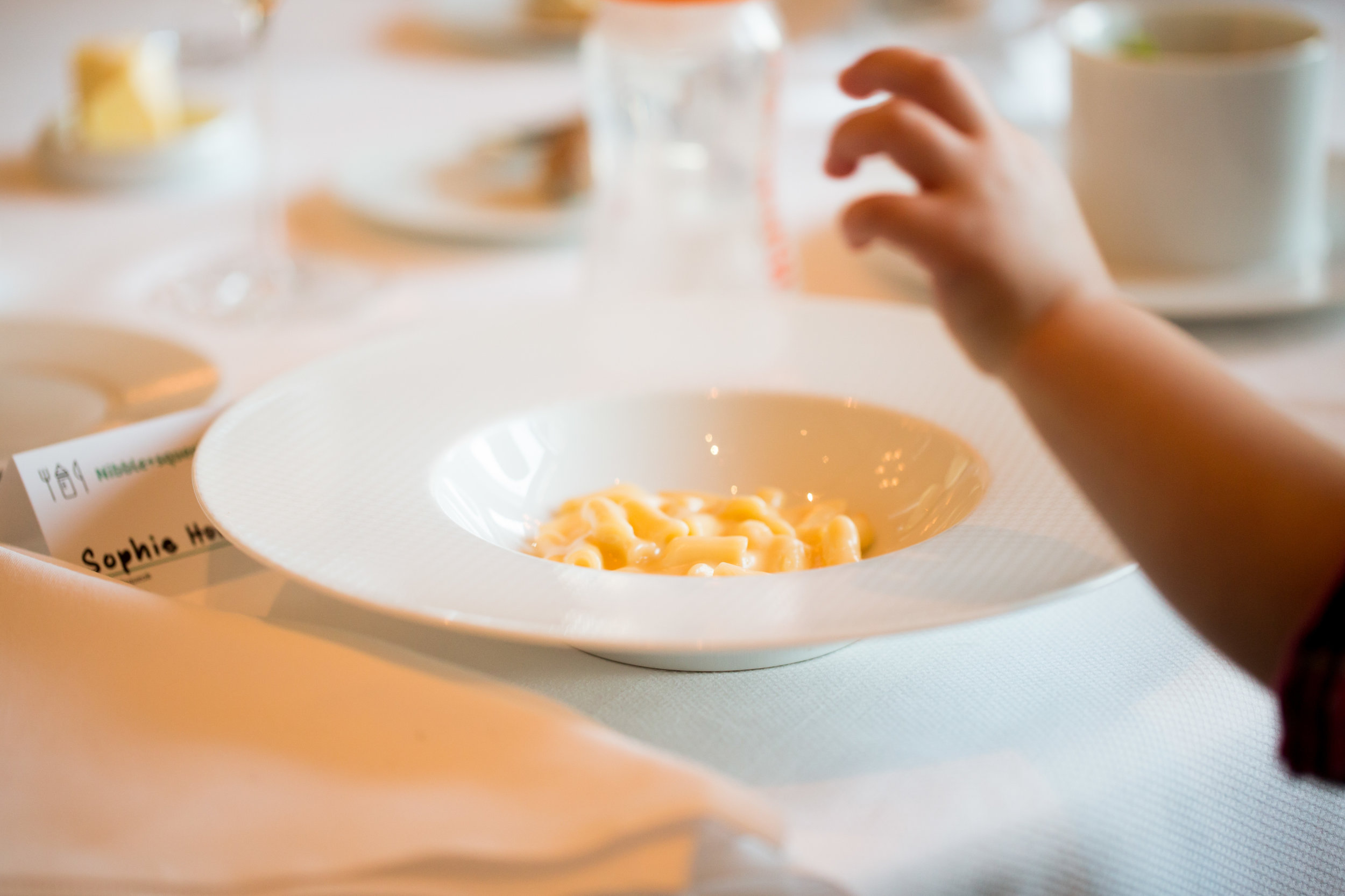 A Nibble+squeak place setting with my fave: mac and cheese! Photo credit: Nibble+squeak