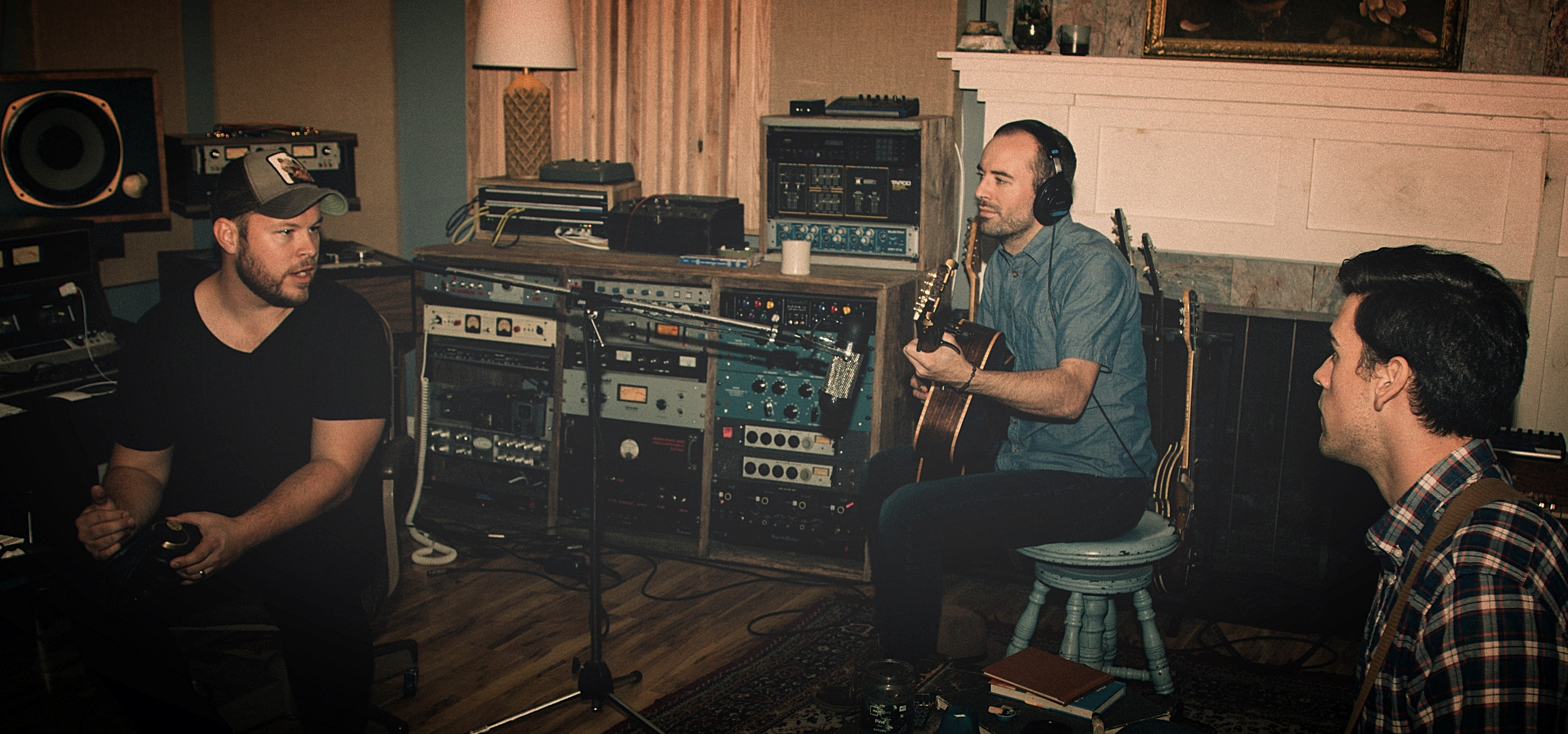 Papercastle Records - Producer Shawn Williams assists artists in recording in Nashville, Tennessee