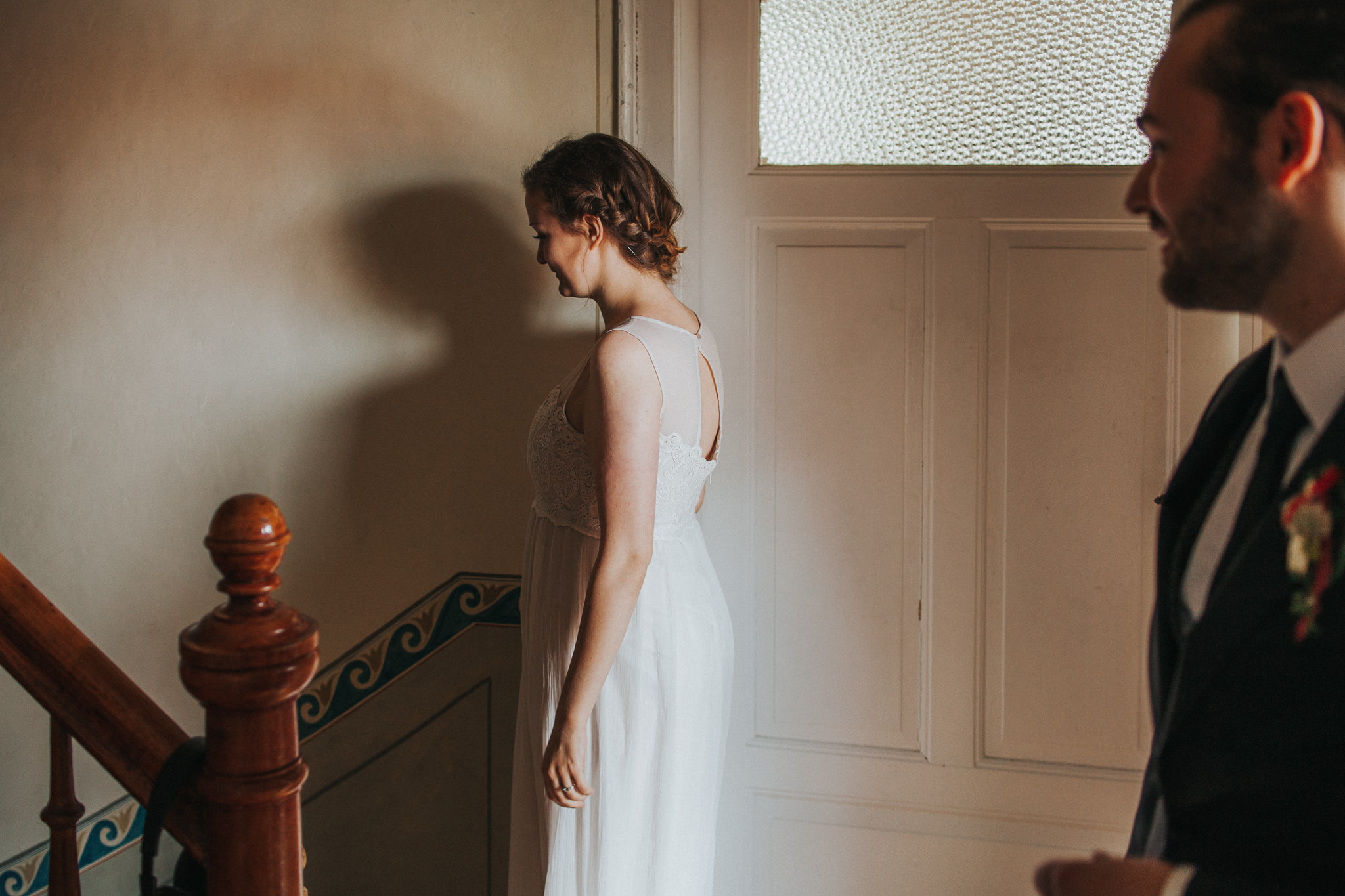 Braut und Bräutigam im Treppenhaus