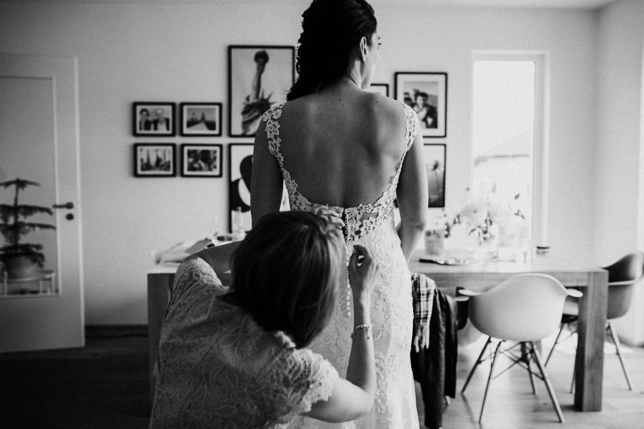 Brautkleid mit ausgeschnitten Rücken