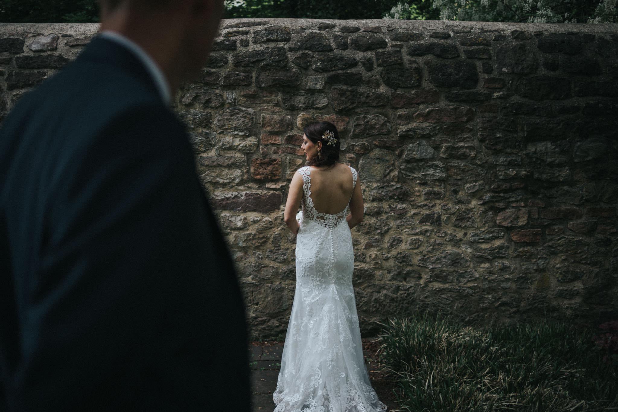 Freier Rücken der Braut