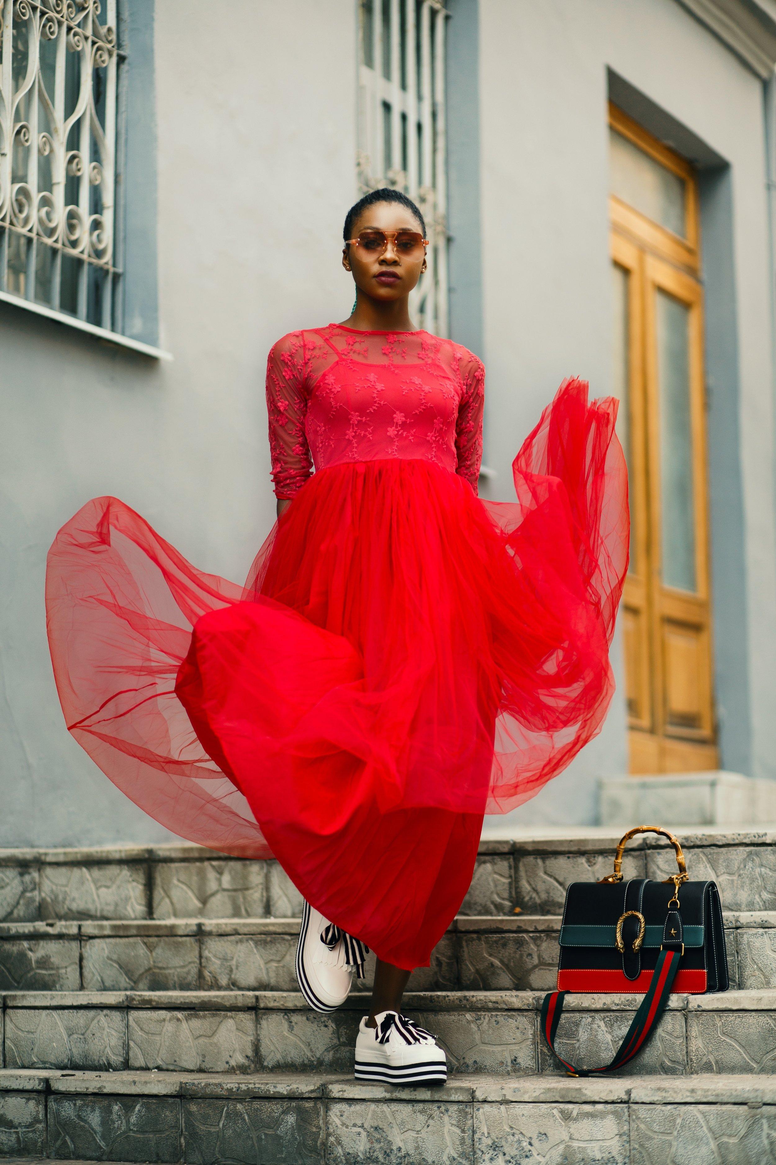 bag-daytime-dress-1377451.jpg