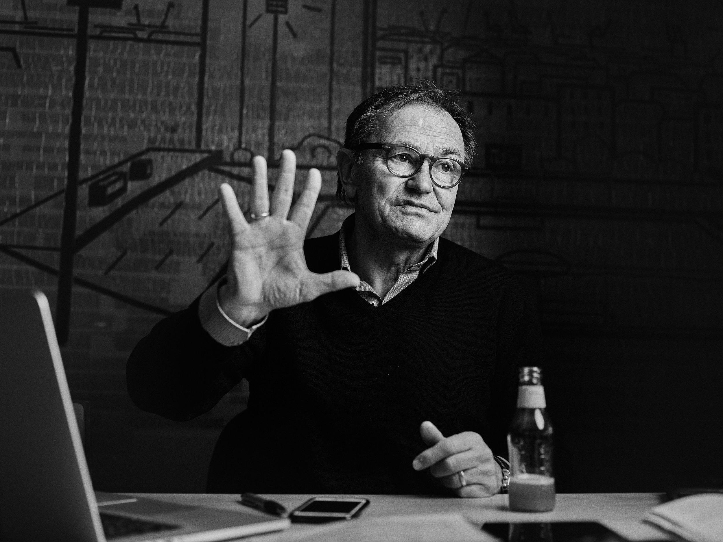 Ewald Lienen im Interview Foto: Patrick Pollmeier