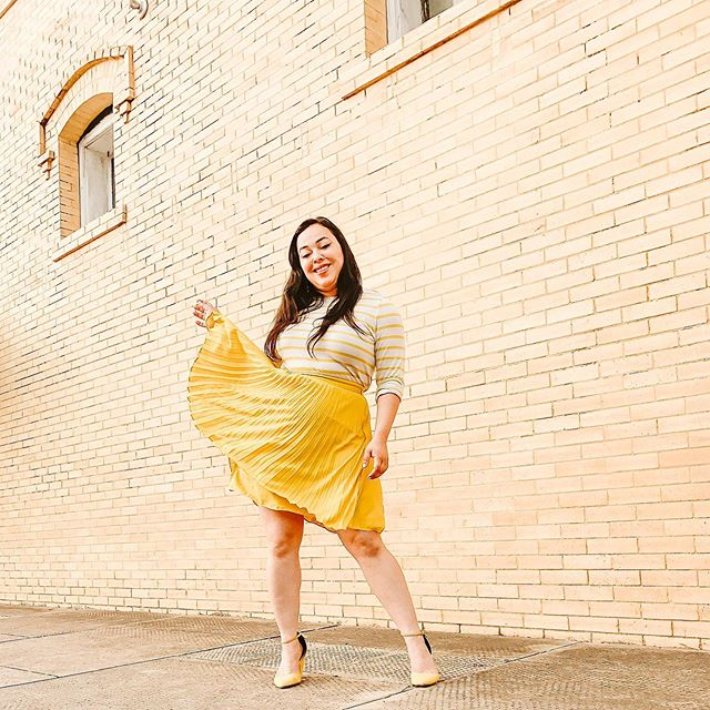 Lately wearing yellow has been making me happy 💛☀️🐥⚡️🍋🛵🍯🌼 What color makes you happy to wear? Answer in emojis.