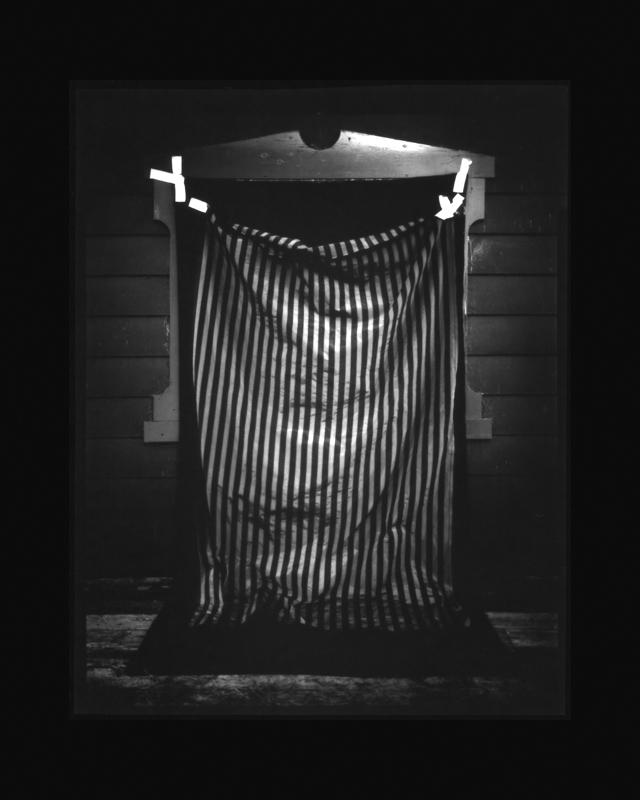Chambres n˚ 14  Épreuve à la gélatine argentique  25 x 20 cm