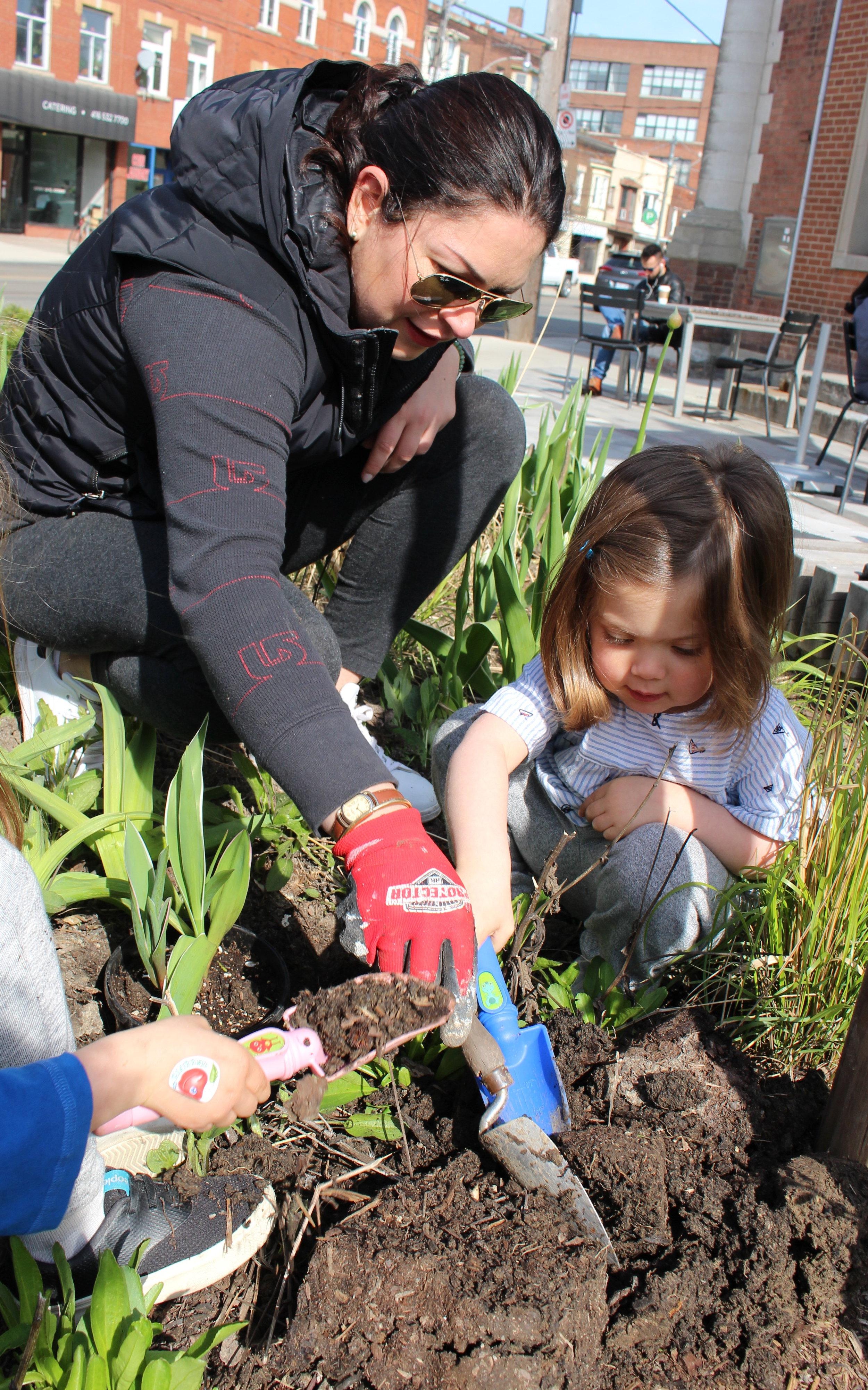 2017 tulip Lina and girls 5.jpg