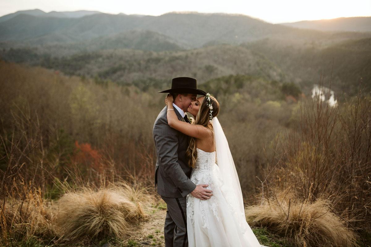 intimate-elopment-blue-ridge-georgia-north-georgia-wedding-photographers (66).jpg