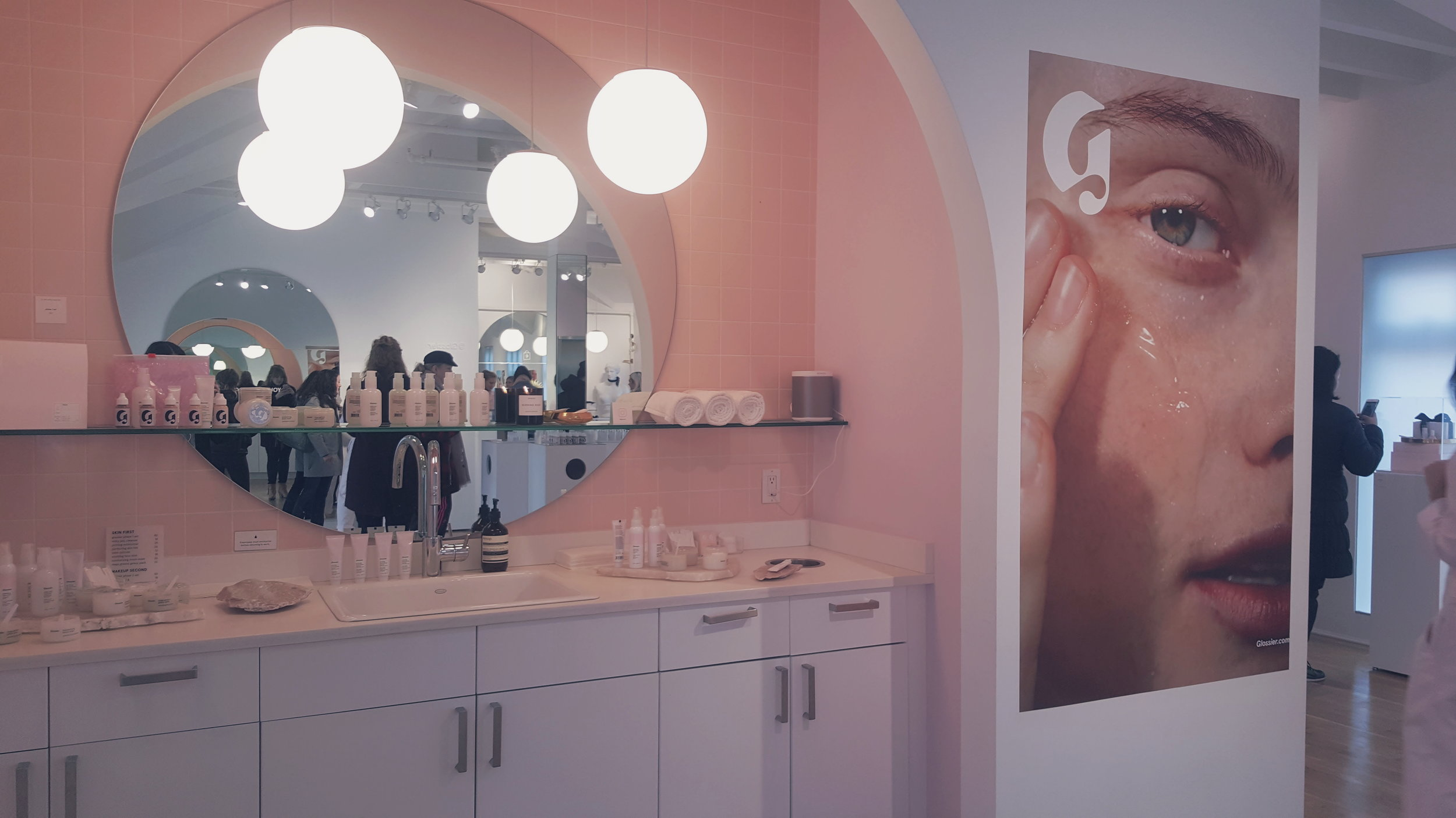 Glossier-NYC-Office-Cassie-Lavo-001.jpg