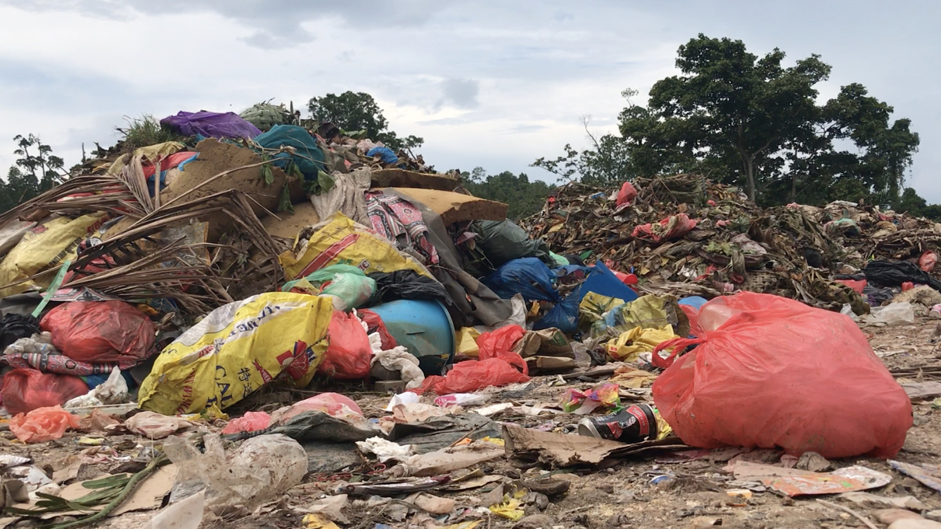 An uncontrolled landfill is where some of the plastic of Gizo ends up. The open dump spills down the hillside into streams and rusted cars mix with fetid waste and food packaging.