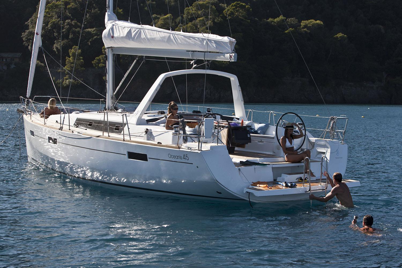coast-yacht-charter-beneteau-oceanis-45-11.jpg
