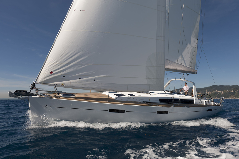 coast-yacht-charter-beneteau-oceanis-45-12.jpg