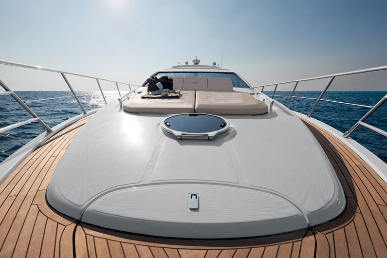 coast-yacht-charter-membership-fractional-lease-share-boat-club-62-azimut-17.jpg