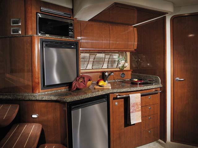 coast-yacht-charter-searay-380-sundancer-12.jpg