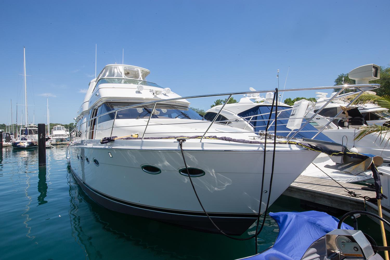 carver-570-coast-yacht-charter-11.jpg