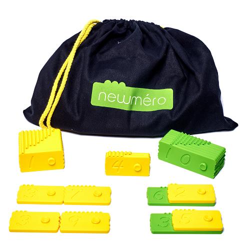 ... indeholder - Børnehavekassen indeholder 5 sæt af hver:27 plastikbrikker i høj kvalitet (i to farver)‒2 sæt af gule brikker (tallene: 1-9)‒1 sæt af grønne brikker (tallene: 10-90)Et hæfte til læreren med mange øvelser.En praktisk stofpose til opbevaring af brikkerne.135 brikker i alt.