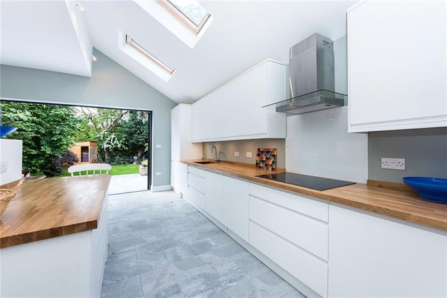 kitchen units wide.jpg