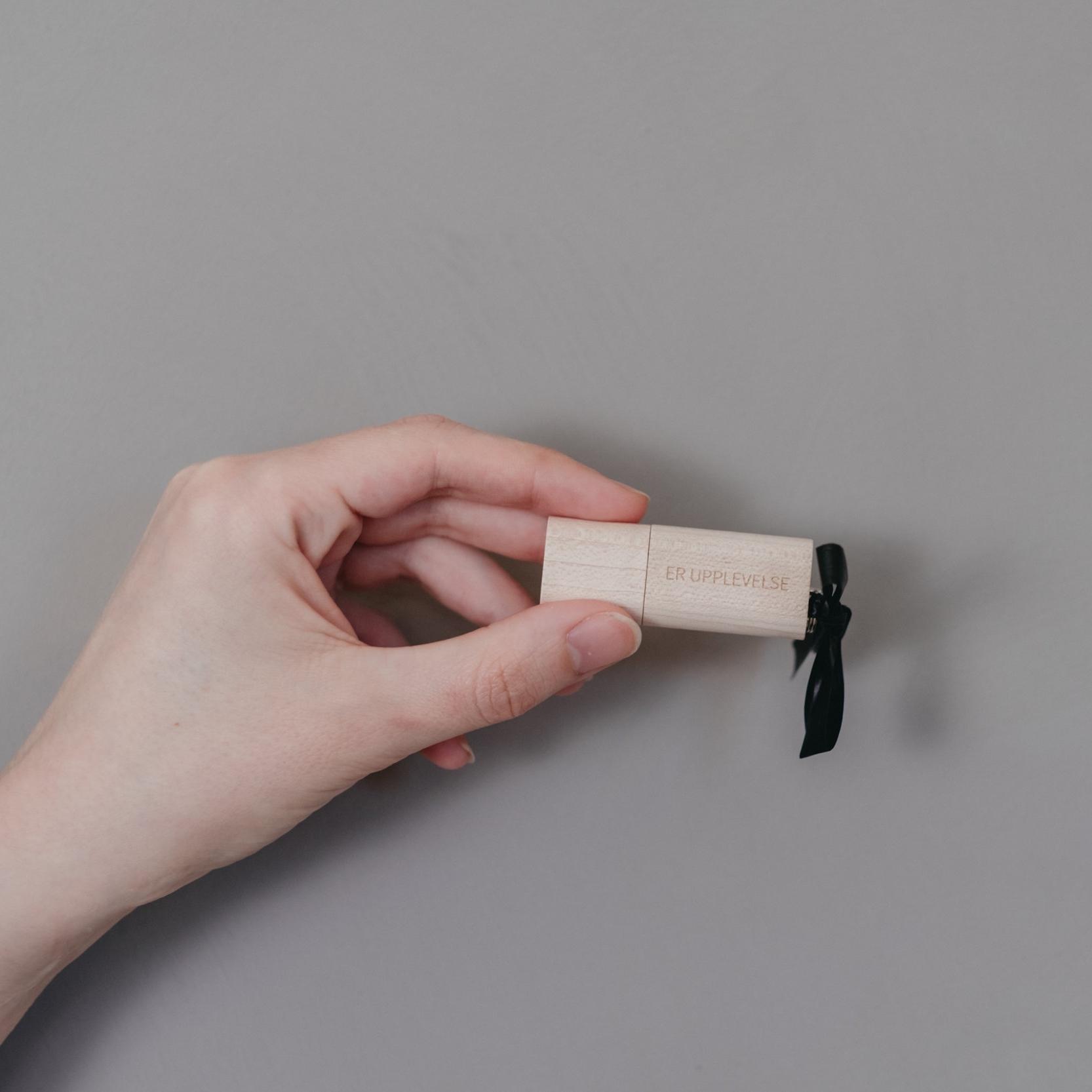 Beställer ni era digitala filer som back-up så levereras dessa på USB så att ni vet var ni har de. Hem och mata dropbox-trollet och vips så har ni de på två ställen!