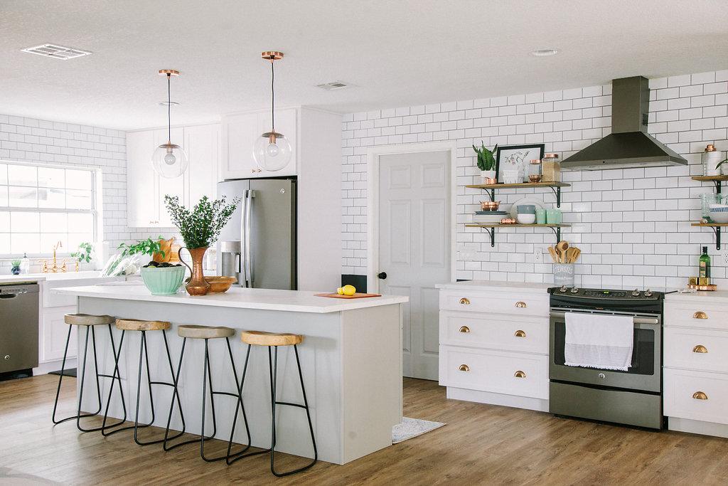 White Farmhouse Kitchen Sources