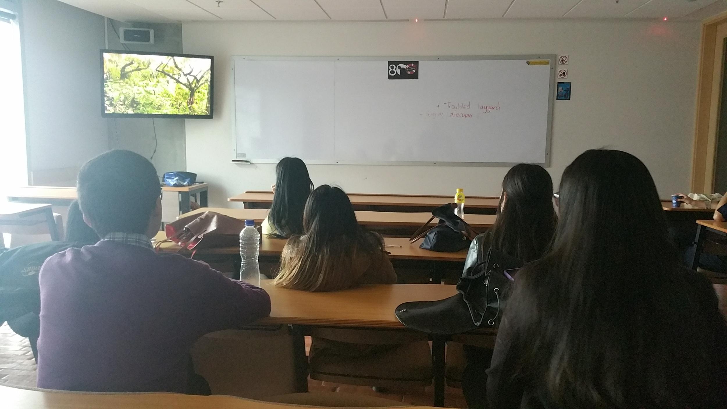 Clase en la Universidad Santo Tomas de Paz, Desarrollo y Cooperación