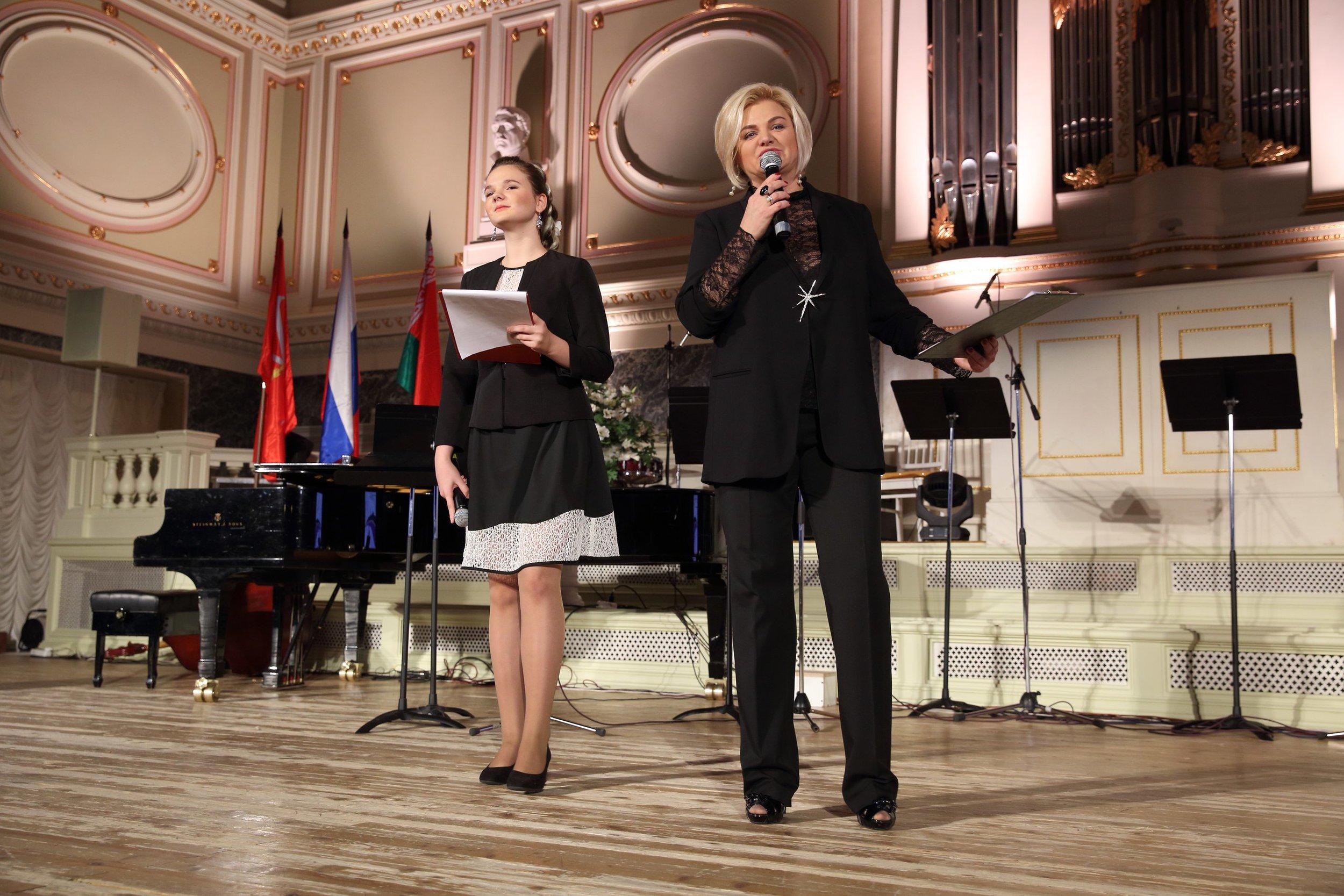 Таня Лобач потеряла полностью слух в 3 года, а на фестивале стала соведущей Гала-концерта!