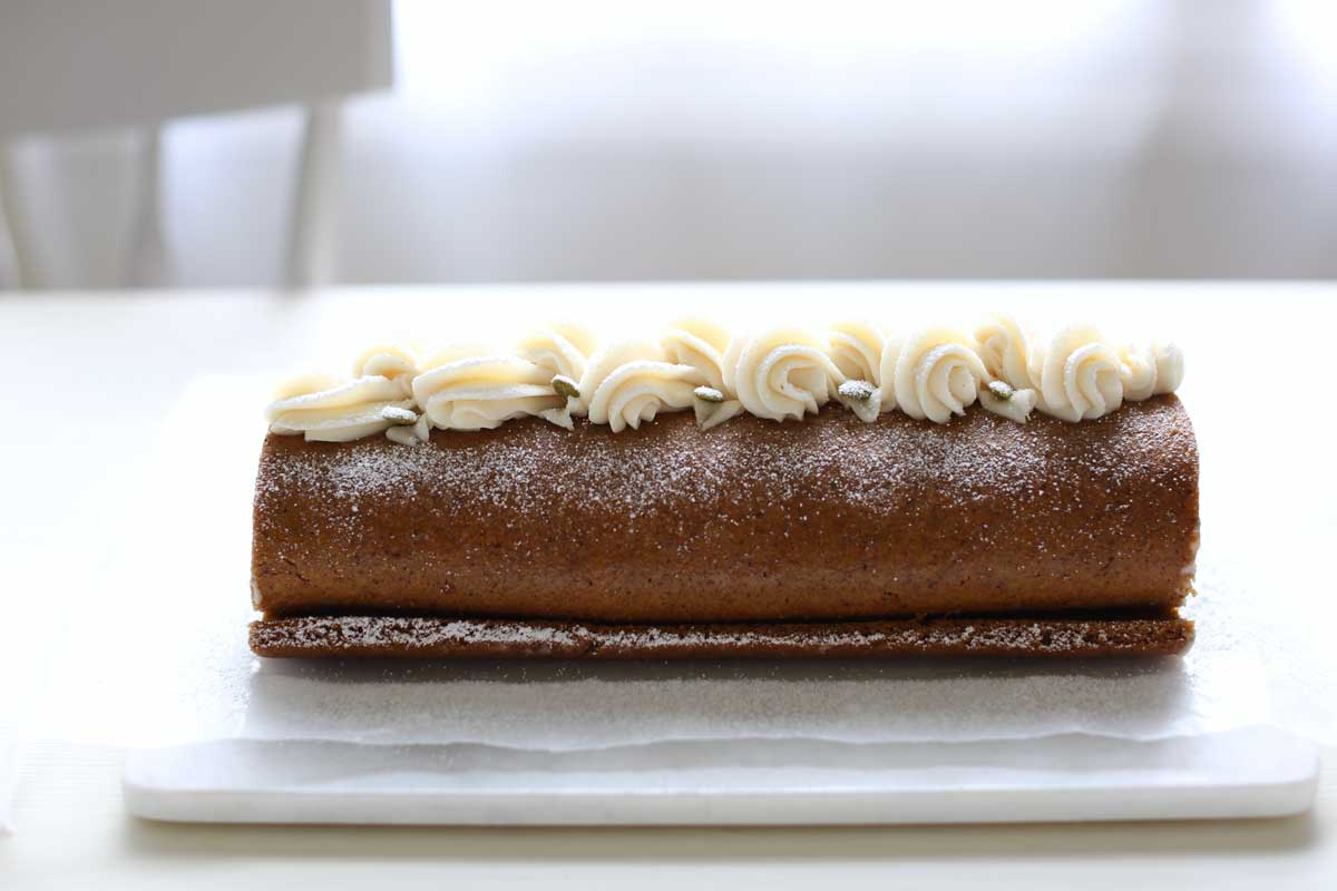 pumpkin spice cake roll