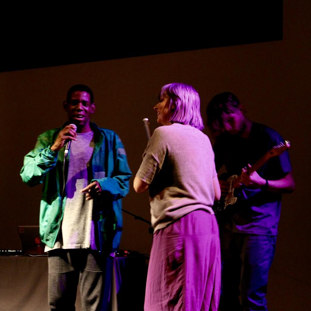 Vicki and Delson at gig TM.jpg